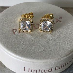 Pandora gold shine stud earrings w box